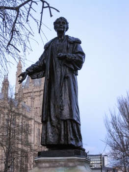 Emmeline Pankhurst statue © Memoirs Of A Metro Girl 2014