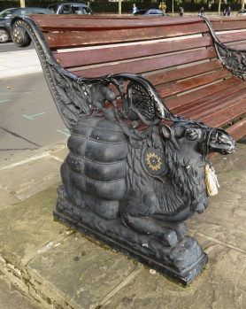 Camel bench Victoria Embankment © Memoirs Of A Metro Girl 2014
