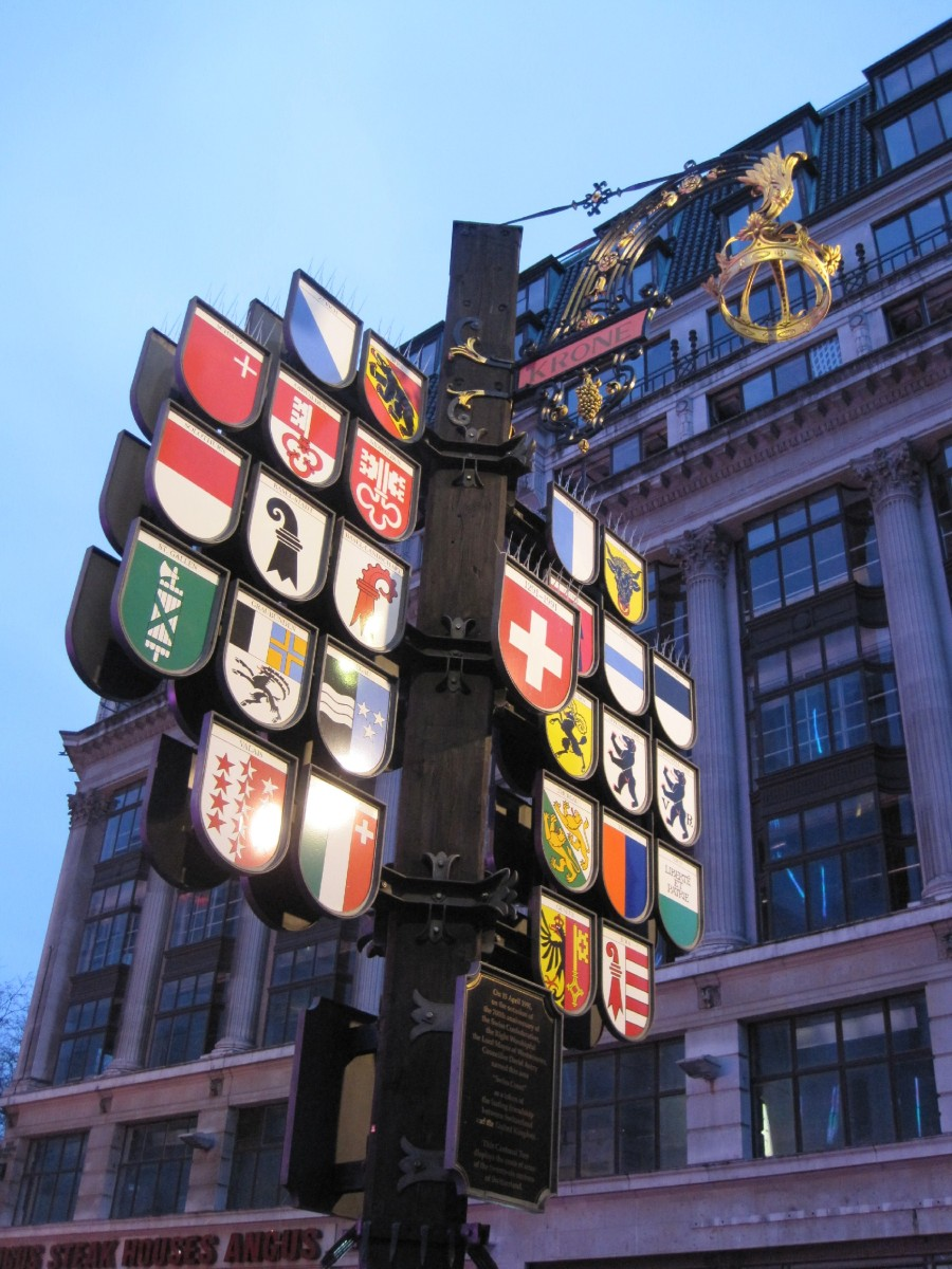 Swiss glockenspiel in Leicester Square: The last survivor of the Swiss Centre