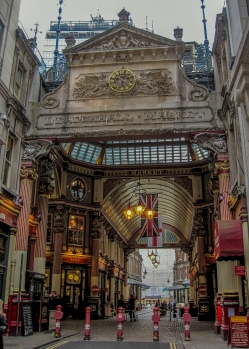 Leadenhall Market Whittington entrance © Memoirs Of A Metro Girl 2014