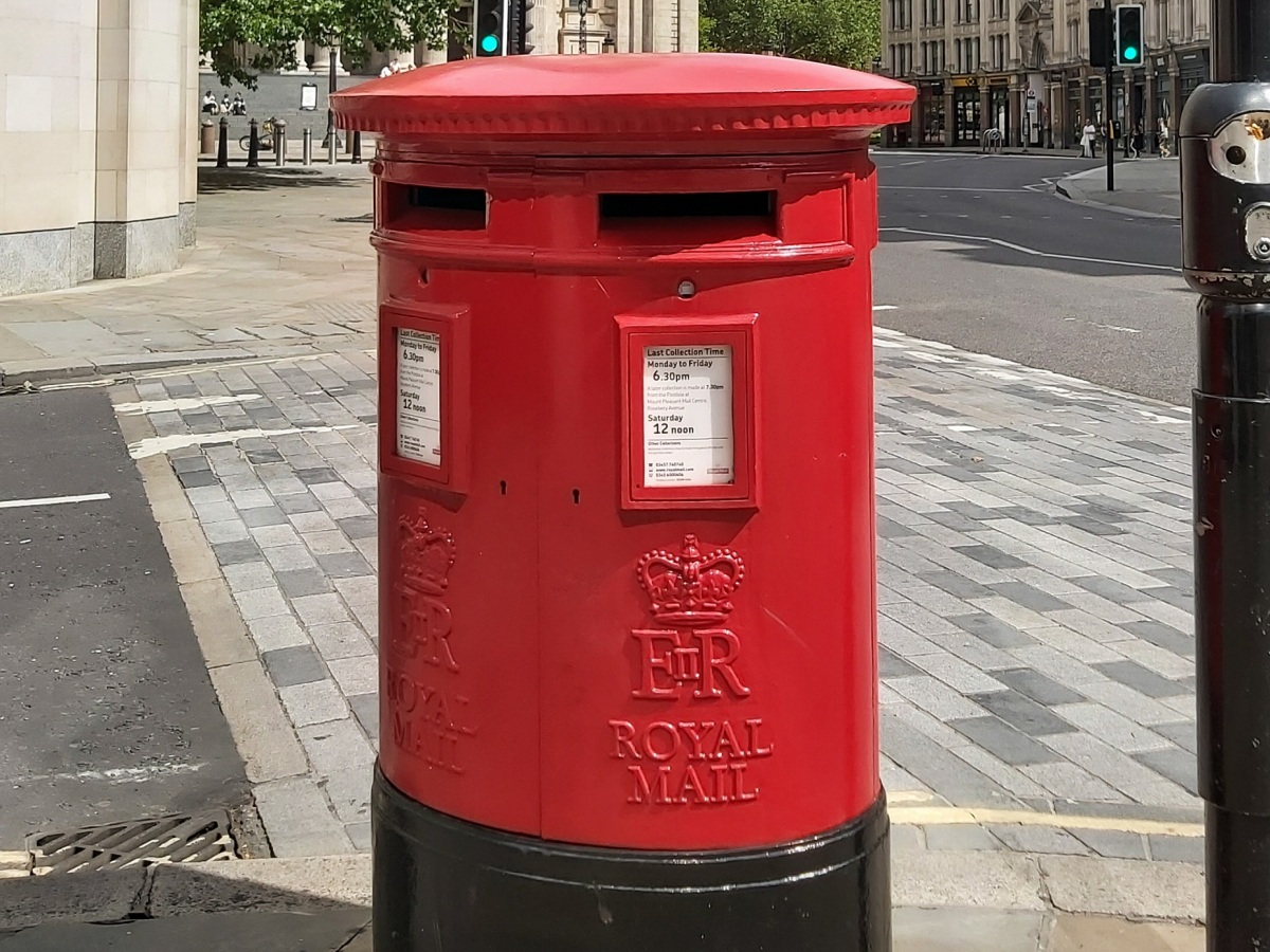 Postbox Ludgate Hill Elizabeth © Memoirs Of A Metro Girl 2019