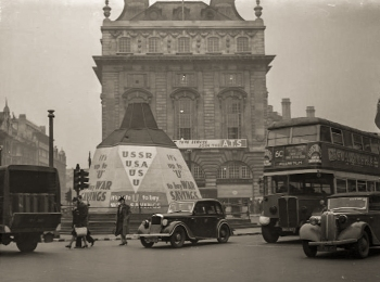Piccadilly Circus 1941 Wikimedia Commons