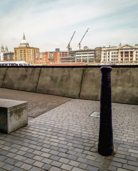 Bankside bollards © Memoirs Of A Metro Girl 2020
