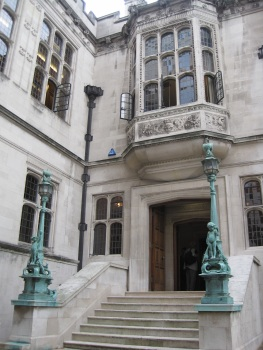 Two Temple Place entrance © Memoirs Of A Metro Girl 2020
